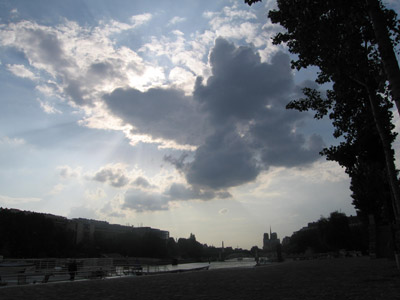 clouds along the seine